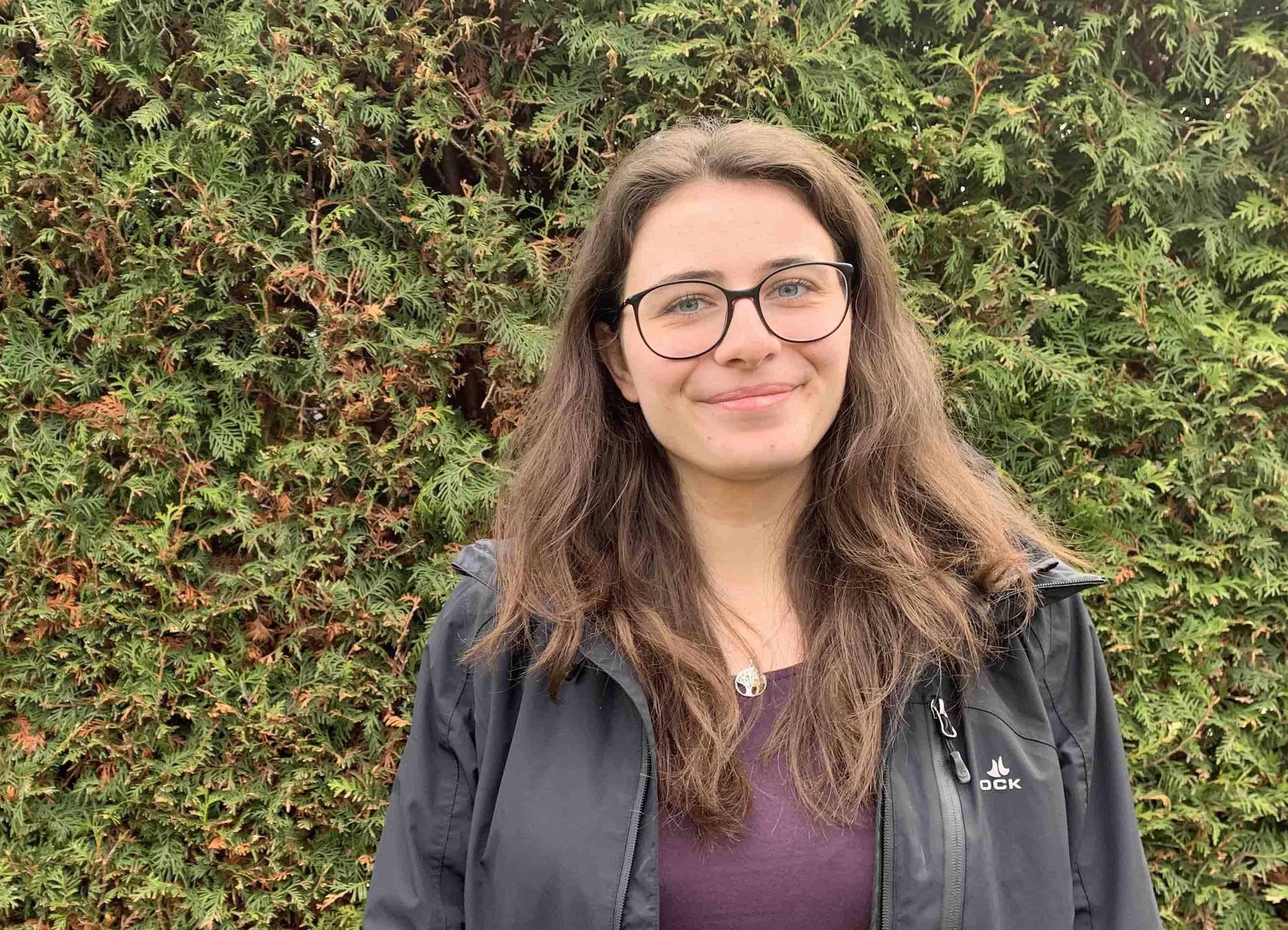 Porträt Mathelehrerin Yasemin Sari